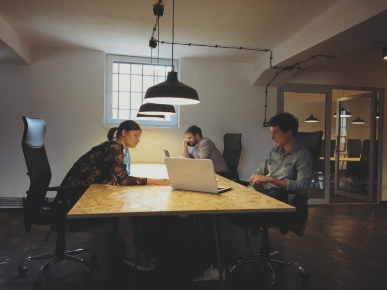 5 Meble Do Biura Coworkingowego